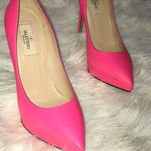 Authentic new Valentino hot pink heels